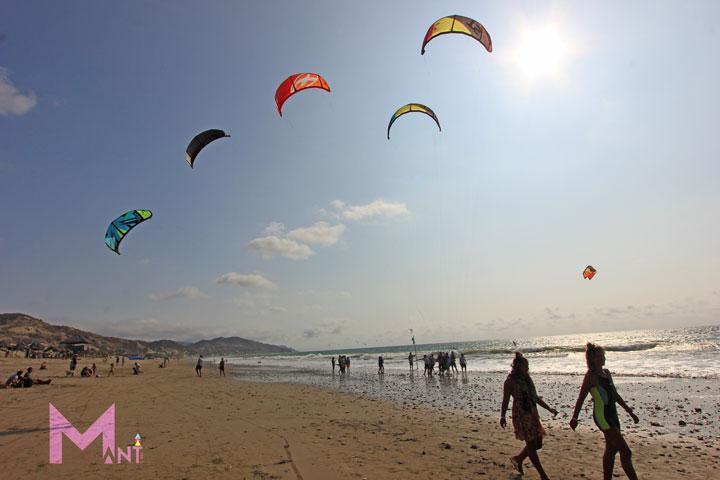 06-manta-deportes-kitesurfing-santa-marianita-beach-ecuador