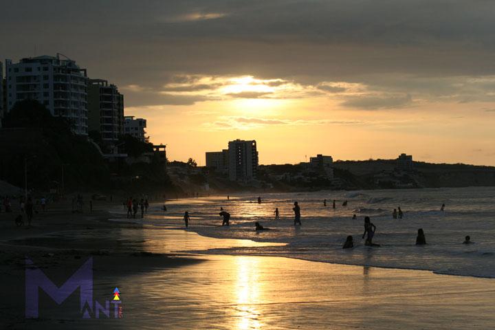 manta-beach-ecuador-coast-line